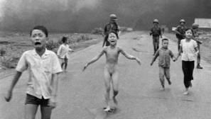 Polémica contra Facebook en Noruega por censurar foto de «La niña del napalm»