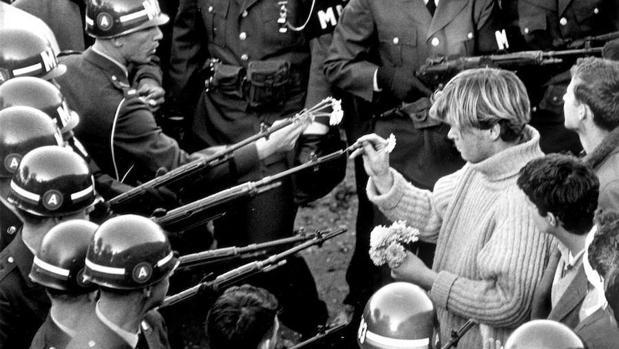 El V&A explora la influencia del arte y las protestas de los años sesenta