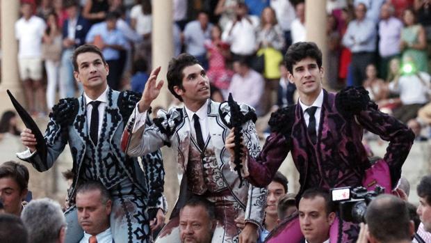Manzanares, Cayetano y López Simón salen a hombros