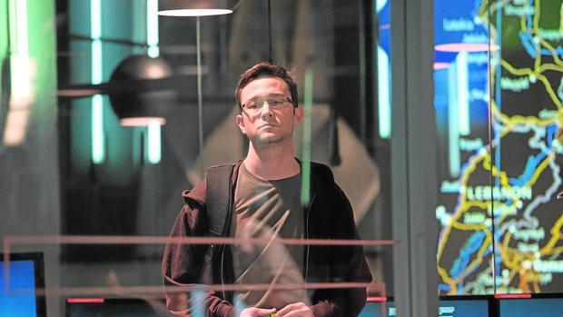 Joseph Gordon-Levitt, en el papel de Snowden, en una imagen de la película