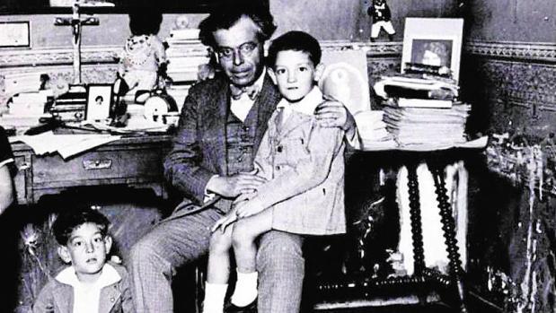 Pedro Luis de Gálvez, en una foto que envió a las autoridades para probar que era «un padre cristiano»