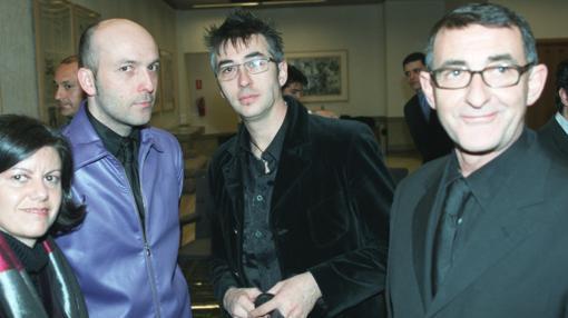 Los Mínimo con Luis Adelantado en la entrega del Premio ABC de Arte en 2003