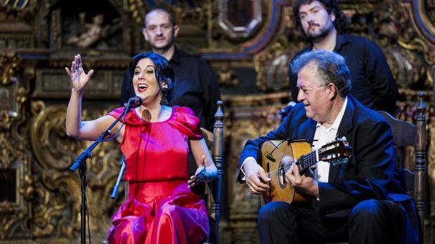 Laura Vital con el guitarrista Eduardo Rebollar