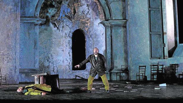 El barítono rumano George Petean (Yago) y el tenor estadounidense Gregory Kunde (Otello) en dos momentos del ensayo general de la obra