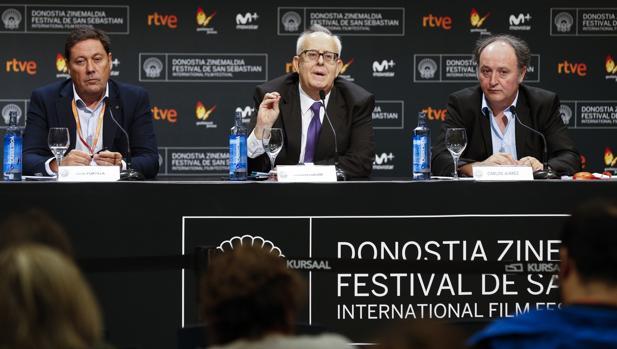 El presidente de FAPAE, Ramón Colom (c); el vicepresidente, Joxé Portela (i), y el presidente de EPE-APV, Carlos Juárez,