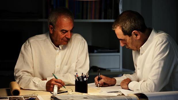 Antonio Cruz y Antonio Ortiz, en su estudio