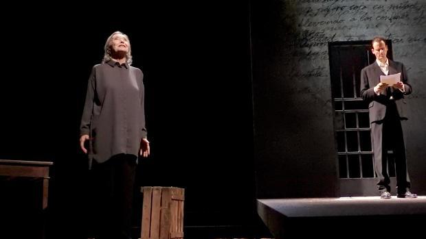 Nuria Espert y Edu Soto, en una escena de «Incendios»
