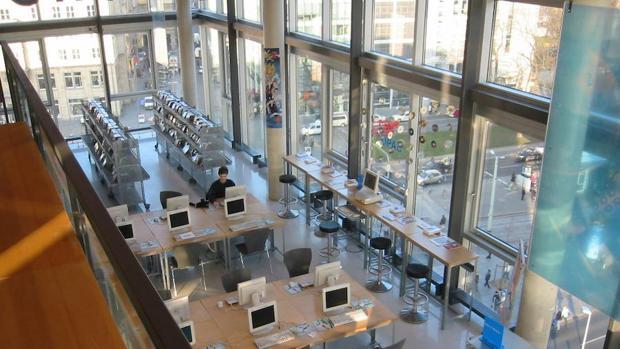 Biblioteca en la ciudad alemana de Dresde