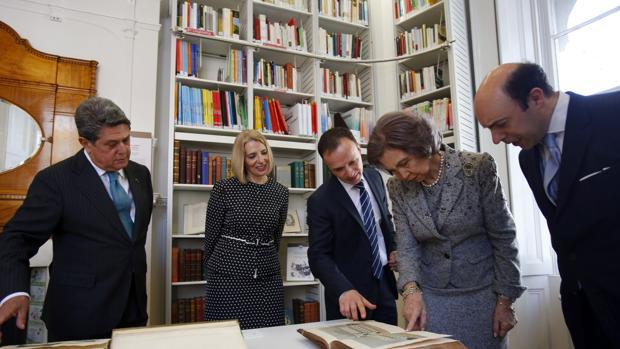 La Reina Sofía, junto a Federico Trillo, Julio Crespo y Mayte Azorín