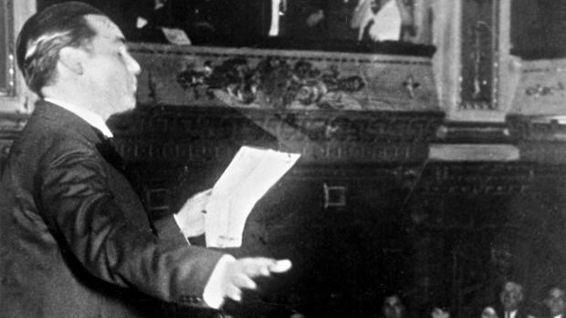 Federico García Lorca, en una imagen de archivo de 1933, recitando poesía en público, en el Teatro Avenida de la ciudad de Buenos Aires