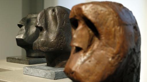 Las tres cabezas de los apóstoles que realizó Oteiza para la basílica de Aránzazu