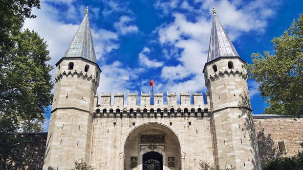 Entrada del palacio otomano de Topkapi, en Estambul