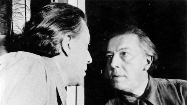 André Breton reflejado en el espejo