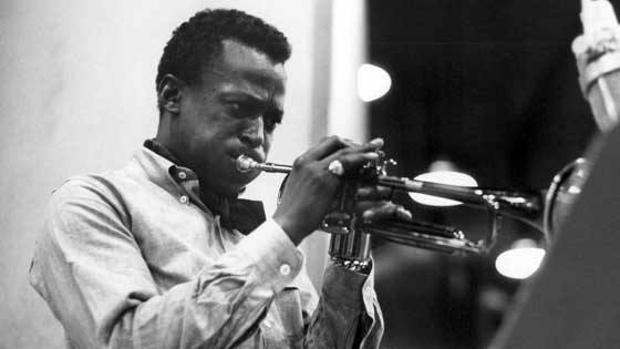 El trompetista Miles Davis