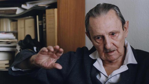 Antonio Buero Vallejo, en su casa en octubre de 1999