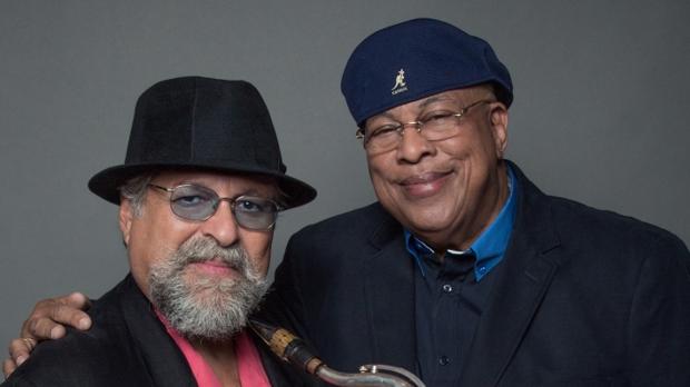 El saxofonista Joe Lovano (derecha) junto al pianista Chucho Valdés (izquierda)