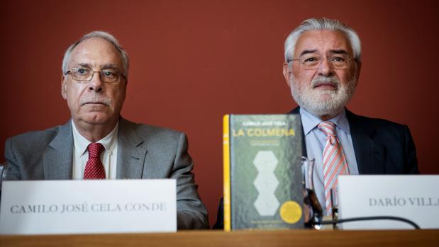 Camilo José Cela Conde, hijo del Nobel, y el director de la RAE, Darío Villanueva, durante la presentación de la edición conmemorativa de «La Colmena»