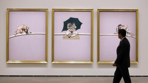 Uno de los trípticos de Bacon presentes en la muestra: «Estudios del cuerpo humano»