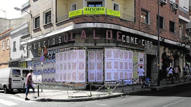 La acción de Carlos Maciá con sus dibujos por las calles de Usera está representada en CentroCentro