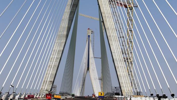 El puente inaugurado en septiembre de 2015, durante su construcción.