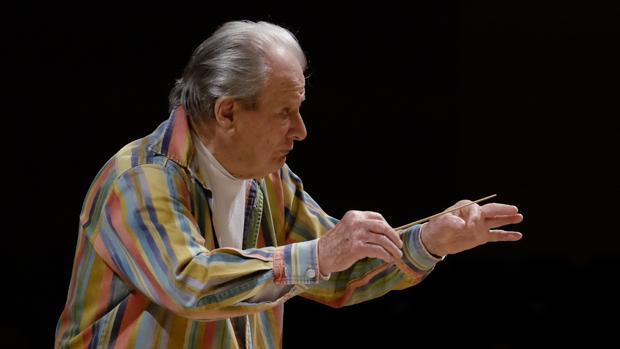 Sir Neville Marriner, durante un ensayo el pasado año en el Auditorio Nacional