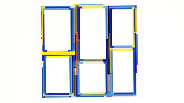 Una de las piezas de Arancha Goyeneche realizadas con cintas adhesivas