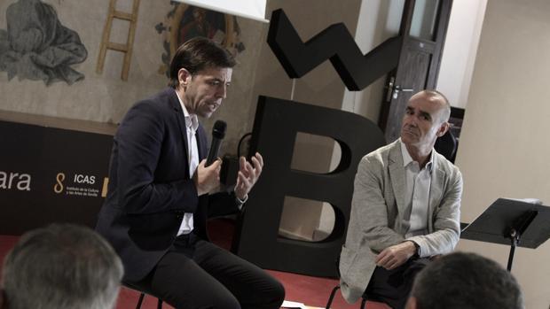 El director de la Bienal, Cristóbal Ortega, y el delegado de Cultura, Antonio Muñoz