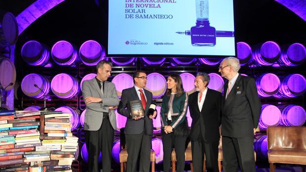 Francisco Robles recibiendo el premio
