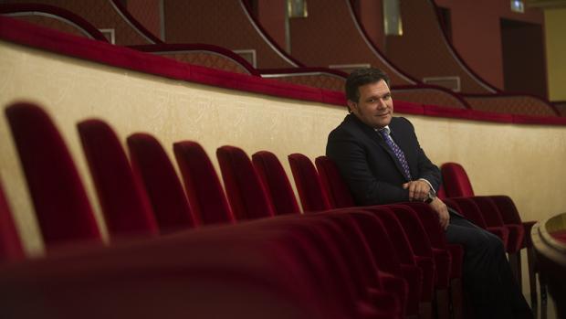 Roger Guasch, sentado en las butacas de la pleate del Gran Teatre del Liceu