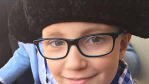 Una antitaurina desea la muerte a Adrián, el niño con cáncer que sueña con ser torero