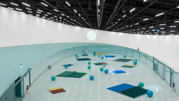 La instalación «Pynchon Park», de Dominique Gonzalez-Foerster, inaugura la Galería Oval del Maat