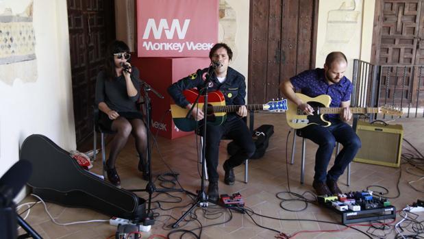 El grupo sevillano All La Glory actuó tras la presentación del Monkey Week