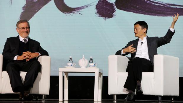 Steven Spielberg y Jack Ma, ayer durante el anuncio de la alianza
