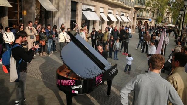 La ciudad se llena de pianos