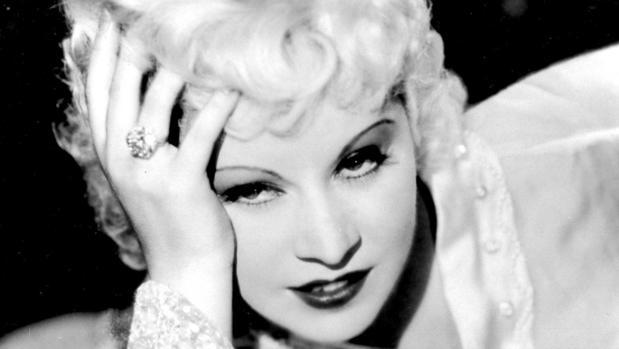 La exuberante actriz Mae West
