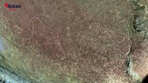 Hallan en una cueva de Lequeitio el conjunto de grabados rupestres «más espectacular e impactante» de la Península Ibérica