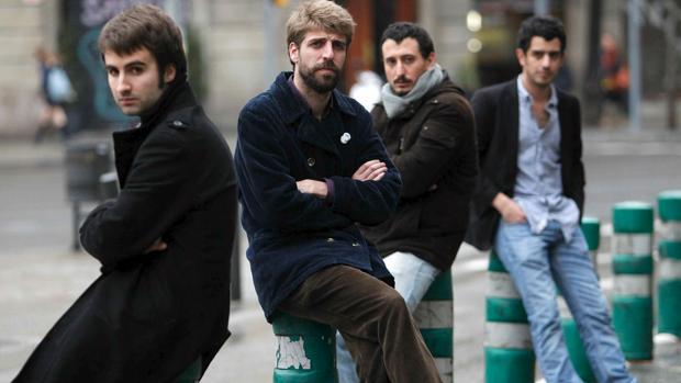 Guillem Gisbert (segundo por la izquierda), junto al resto de miembros de Manel
