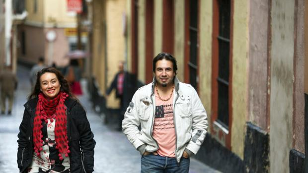 Los cantaores Encarna y José Anillo