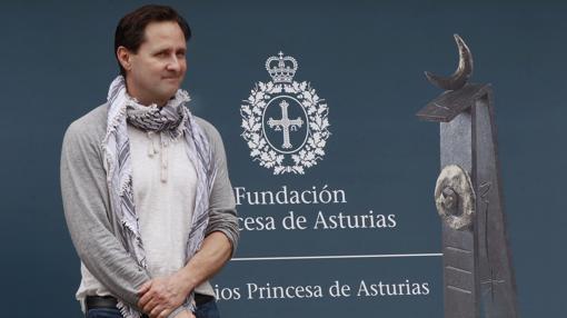 Hugh Herr posa para los medios en el Hotel de la Reconquista