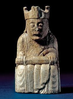 Rey del Ajedrez de Lewis, hallado en 1831 en la isla de Lewis (Escocia)