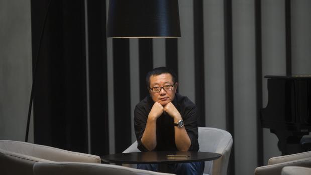 El escritor Cixin Liu, fotografiado durante su estancia en Barcelona