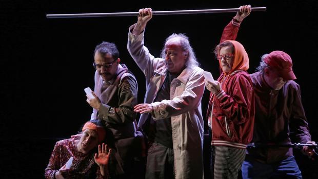 «Zenit», la obra que Els Joglars estrena en el sevillano teatro Lope de Vega