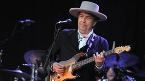 El sí al Premio Nobel no saca a Bob Dylan de la carretera