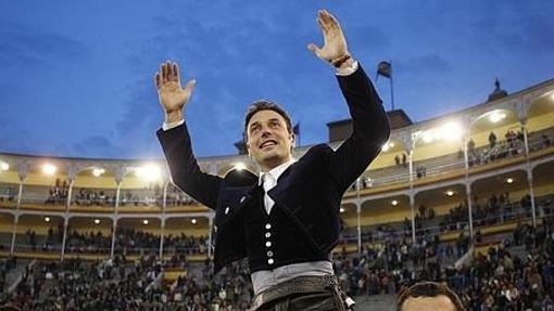 Andy Cartagena, a hombros