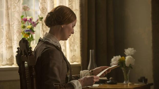 Cynthia Nixon como Emily Dickinson en una escena de «Historia de una pasión», de Terence Davies