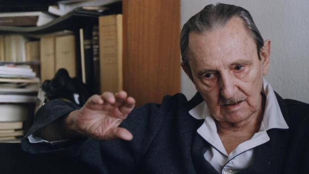 Antonio Buero Vallejo, en su casa de Madrid en marzo de 1999