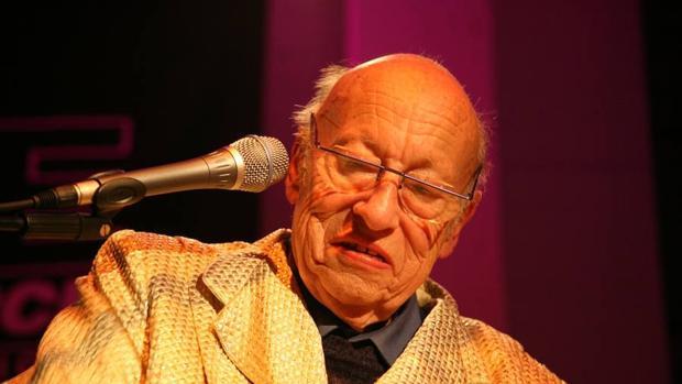 Jean-Jaques Perrey durante uno de sus conciertos