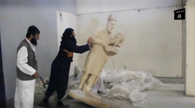 Vídeo de la destrucción de obras de arte que Daesh usa para propaganda. Muchas son vendidas en el mercado negro