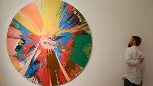 «Beautiful, Hallo, Space-boy Painting», co-firmada por Hirst y Bowie, se vendió por más de 900.000 euros