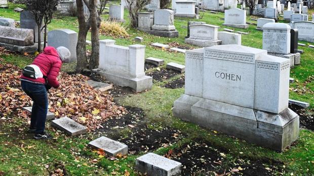 Primera imagen de la tumba de Leonard Cohen en Montreal